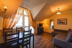 Двухкомнатный четырёхместный номер с кухней и балконом (люкс)